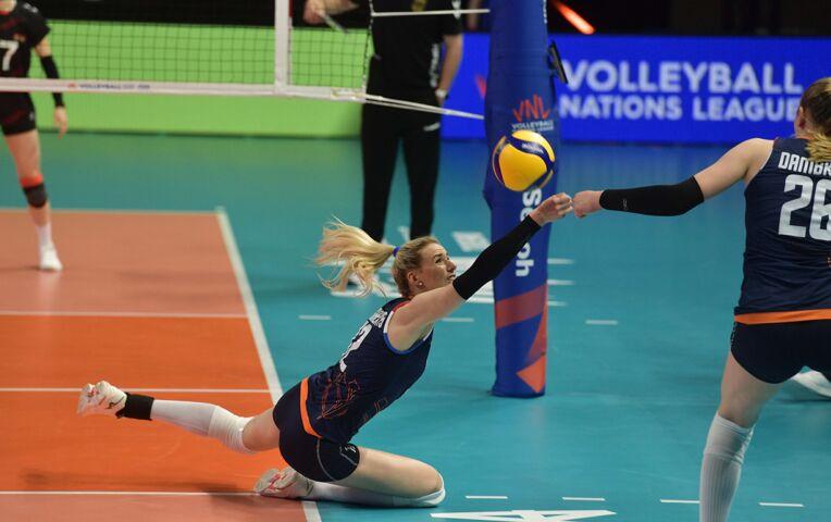 Volleybaldames: Nederland verliest in 5-setter van Duitsland