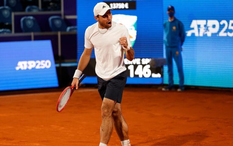 Karatsev stunt tegen Djokovic