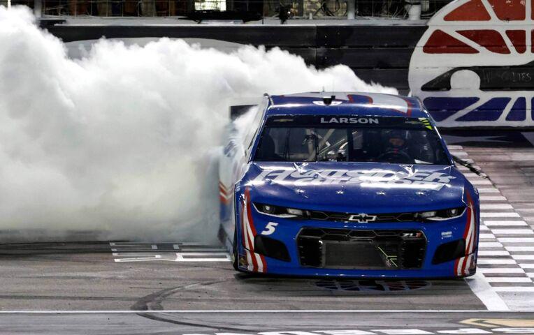 Kyle Larson wint Nascar All Star Race en 1 miljoen dollar