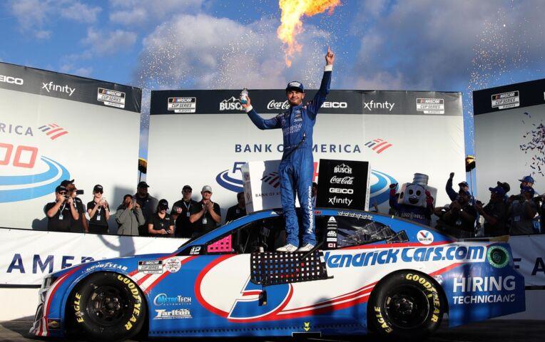 Nascar: Larson wint in Charlotte