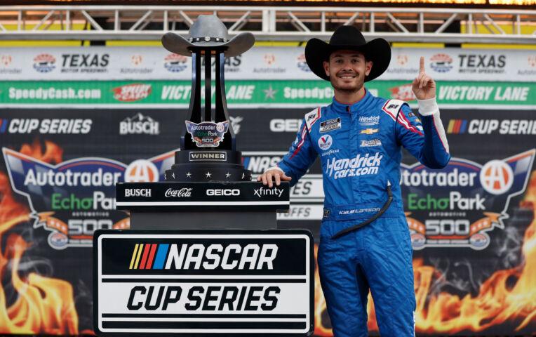 NASCAR: Kyle Larson zit bij de laatste 4