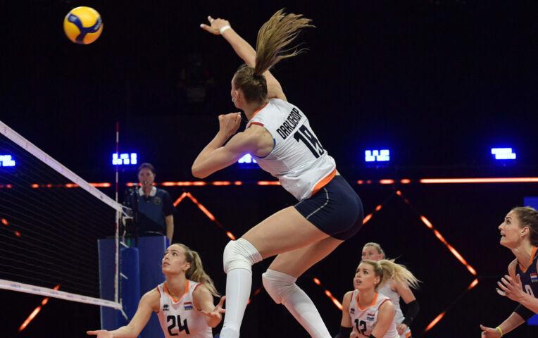 Volleybaldames: Nederland herpakt zich en wint van Rusland