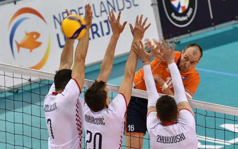 Volleybal: Russen maatje te groot voor Nederlandse heren