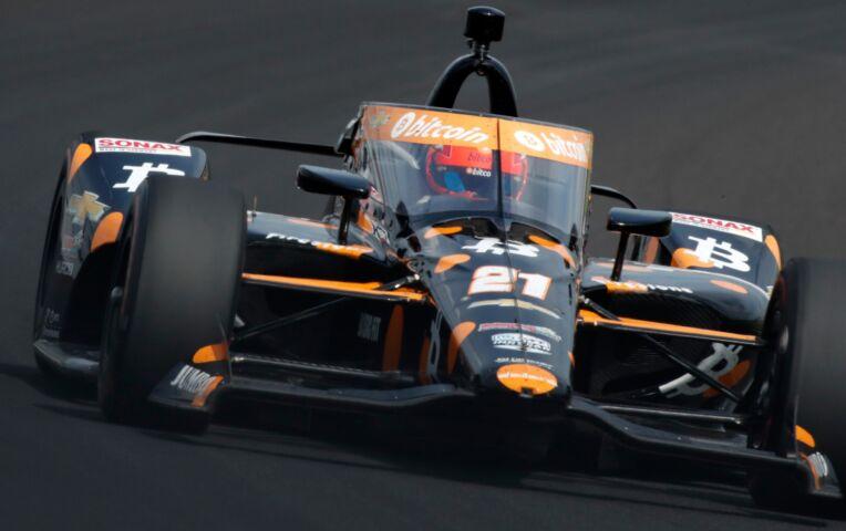 Rinus Veekay in actie tijdens kwalificatie Indy 500