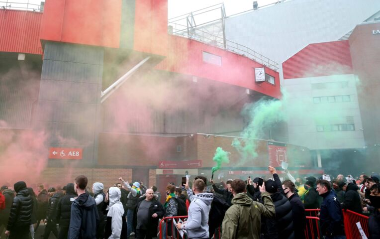 Manchester United - Liverpool uitgesteld vanwege supporters in stadion