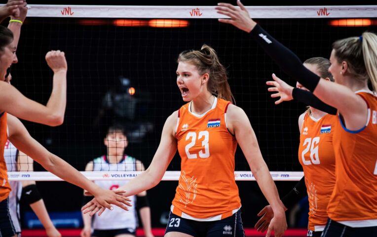 Volleybaldames: Nederland wint overtuigend van Japan