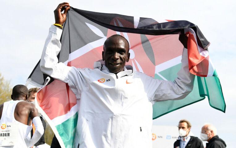 Kipchoge wint NN Mission Marathon van Enschede