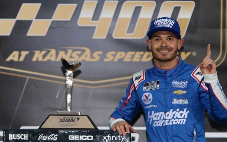 Kyle Larson wint NASCAR-race in Kansas
