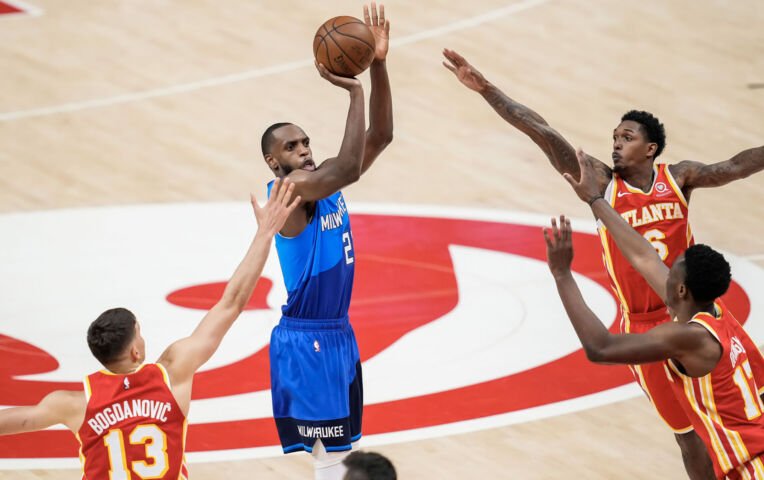The Fast Break: Mega goede Middleton schiet Milwaukee aan de leiding