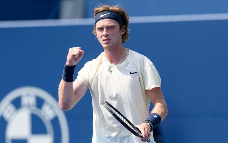 Fognini sloopt weer een racket en verliest van Rublev