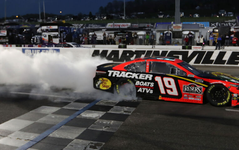 Martin Truex wint NASCAR-race in Martinsville