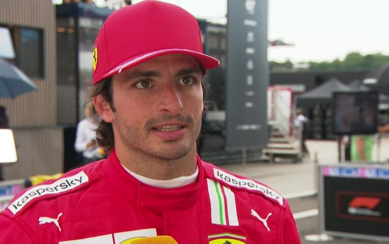 Sainz: 'Lewis is Lewis, Mercedes is Mercedes.'