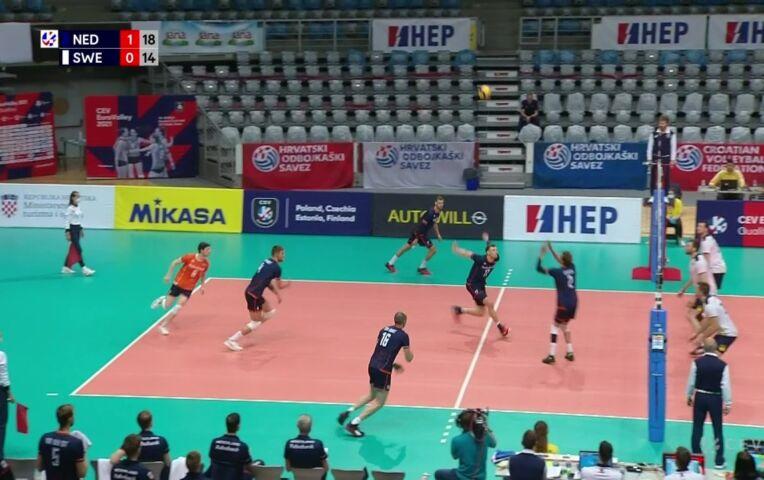 Volleybal: Nederland is veel sterker en wint makkelijk van Zweden